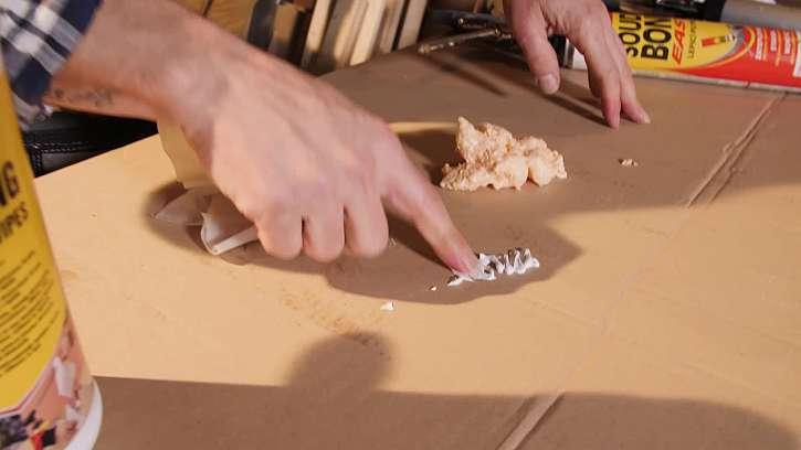 Použití čistících ubrousků na pěnu a silikon