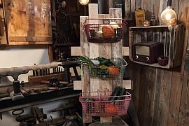 Vytvořte si úložný prostor ze starých drátěných košíků
