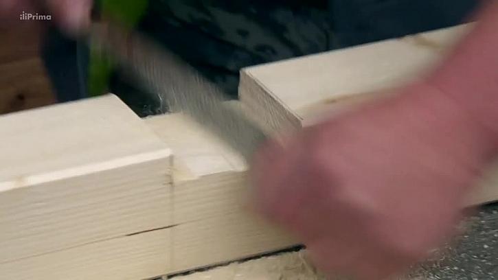 Prohlubeň v dřevěném hranolu
