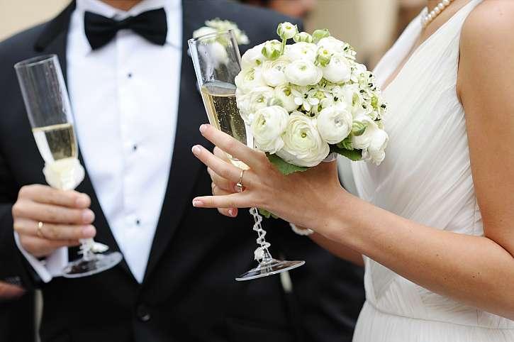 Novomanželé sekt