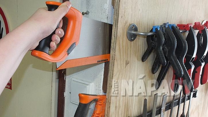 Stěna na nářadí: vyrobíme kapsy pro zasunutí pilek nebo úhelníků