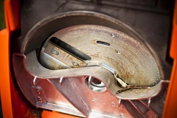 Drticí ústrojí - díky drticím nožům vzniká dále využitelný materiál