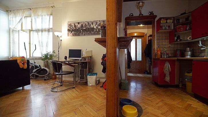 Průchod spojuje kuchyň s obývákem