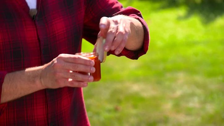 Zavírání zavařeninové skleničky