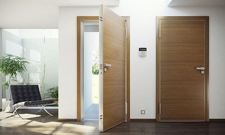 klasické vstupní dveře