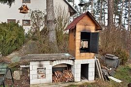 Stavíme zahradní udírnu svépomocí a základní rady pro nakládání a uzení