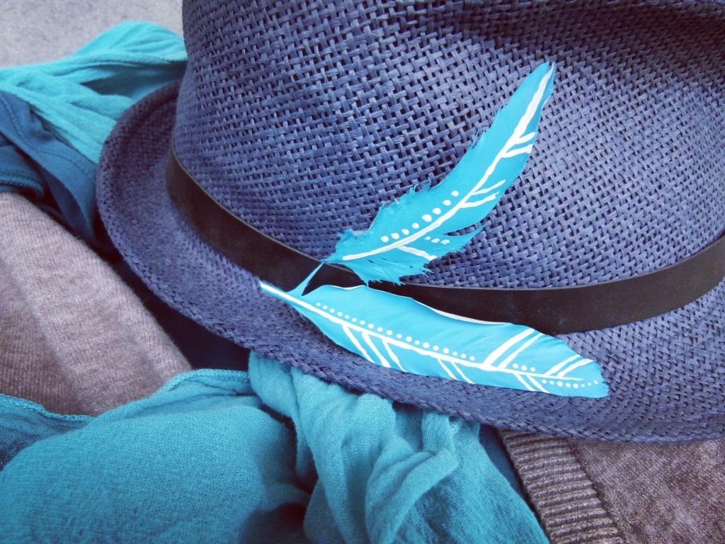 Pírko za klobouček aneb Brož zpeříčka na kabát, kabelku nebo prostě na ten klobouk