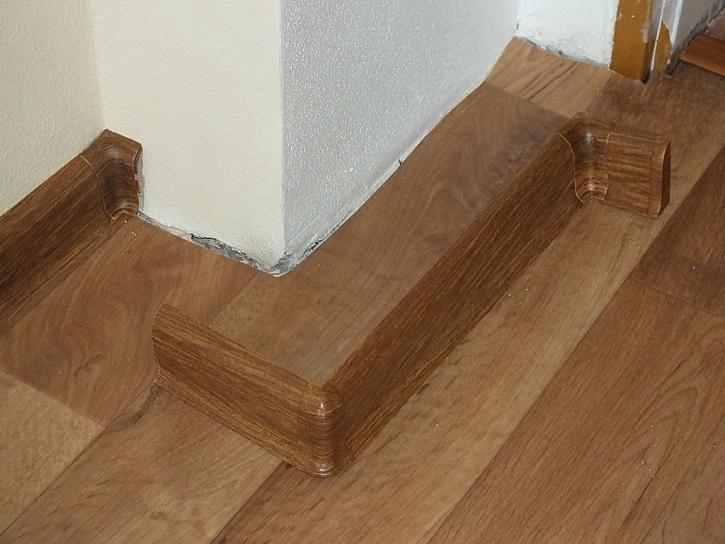 Lepení podlahových lišt