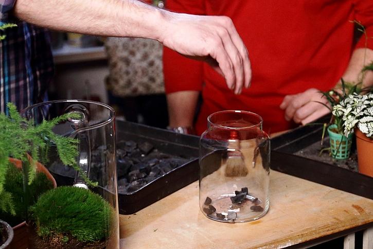 Uhlí na dně sklenice