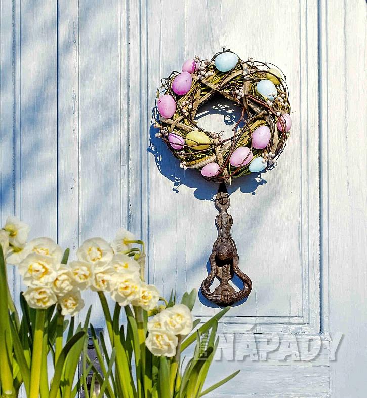 Inspirace pro výrobu vlastního velikonočního věnce (Zdroj: Depositphotos.com)