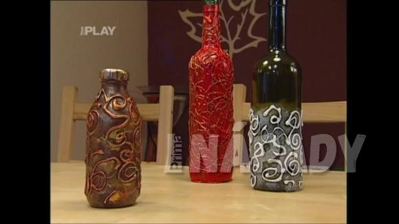 Dekorování lahví od vína tavnou pistolí