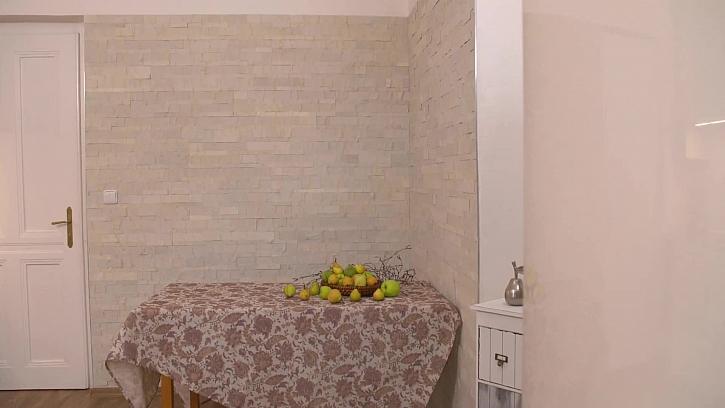 Seznamte se se samolepícími kamennými obklady a použijte je na dekoraci kuchyňského koutu (Zdroj: Prima DOMA)