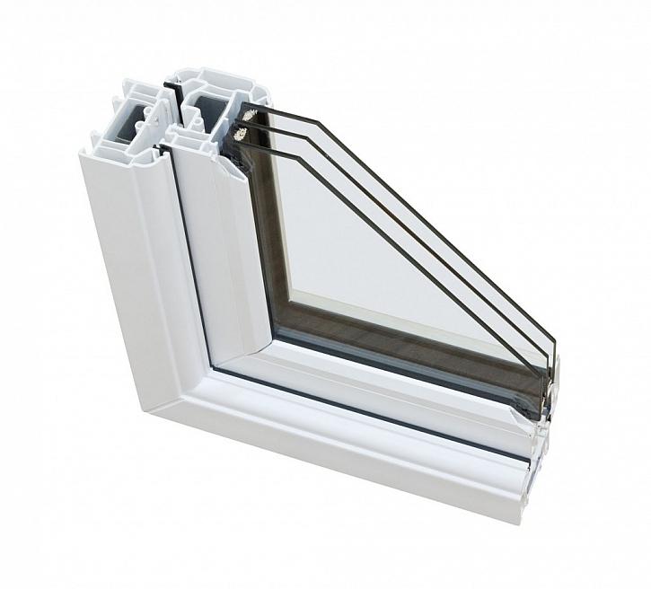 Standardem u nízkoenergetických staveb je okno s trojsklem, které zajistí, že více energie projde ze slunce dovnitř budovy
