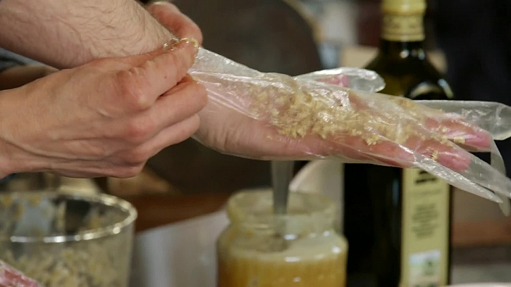 Výroba domácího zábalu na poničené ruce