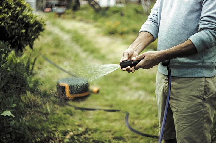 Fiskars_2019_Gardening_Watering_Waterwheel_XL_1025933_(02)