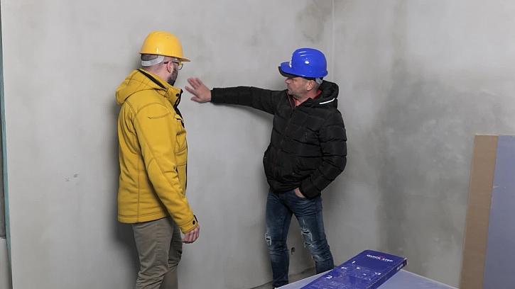 Konečně jsme začali s výmalbou vnitřních stěn, které po dohodě s architekty budou klasicky bílé