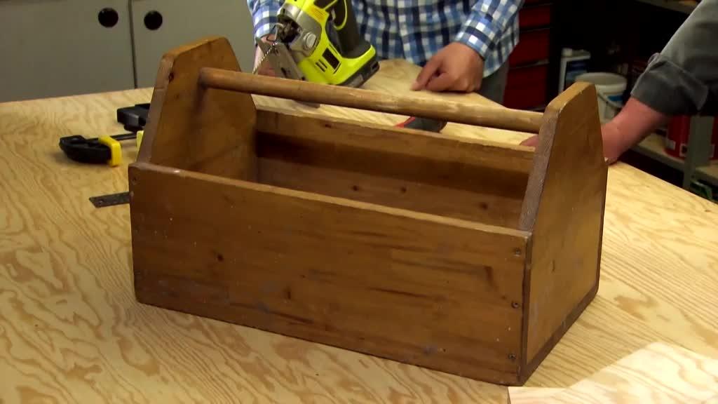 Vyrobte si praktickou bedýnku na nářadí s šikovným držákem