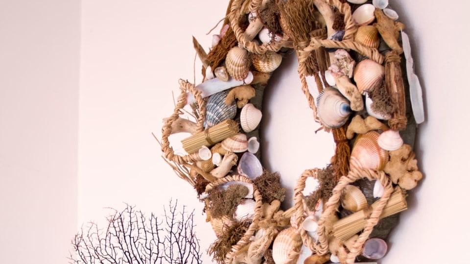 Mořský věnec z mušlí jako vzpomínka na dovolenou