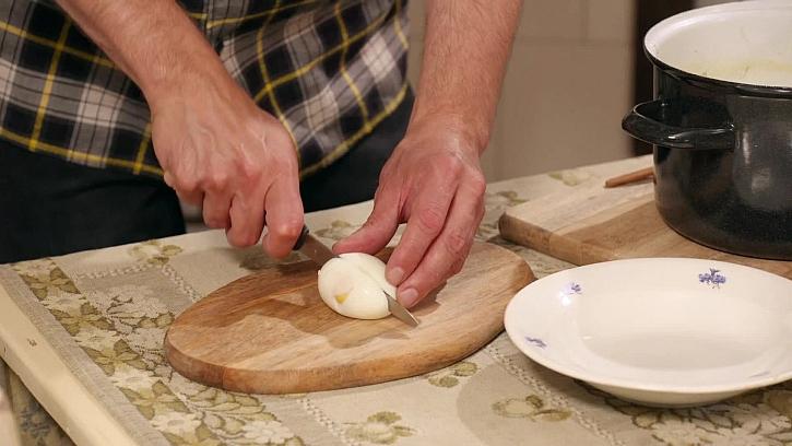 Krájení vajíčka