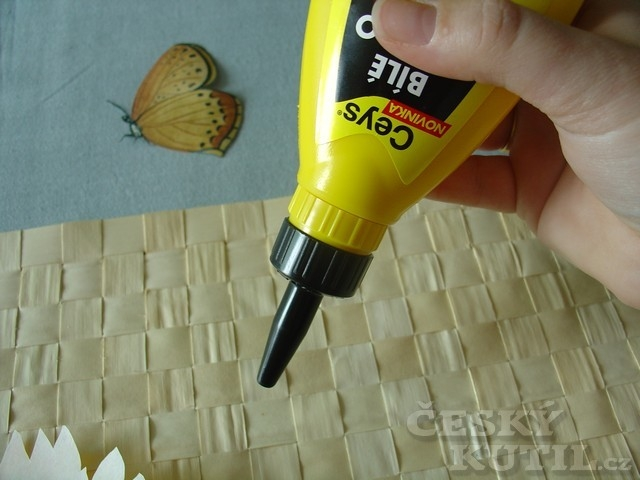 Slunečnicové prostírání – zdobení výtvarnou technikou dekupáž