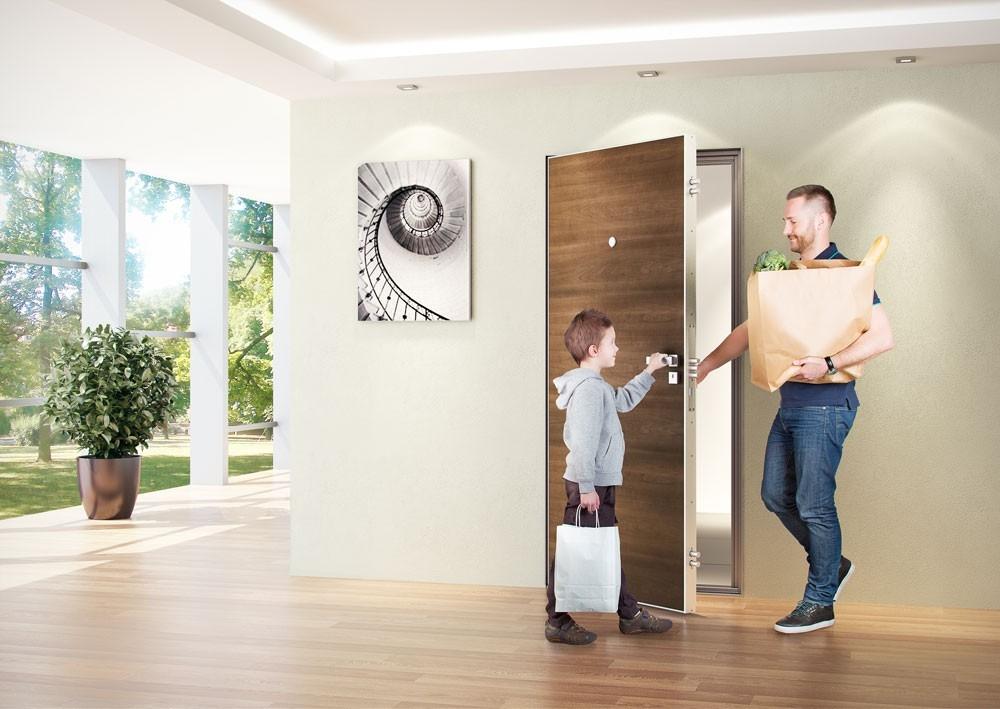 Designové a bezpečné – takové jsou bezfalcové bezpečnostní dveře NEXT