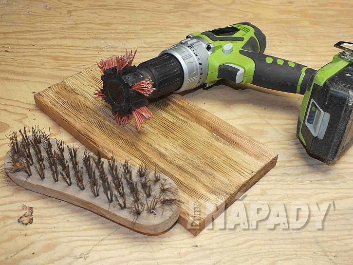 Prkénko lze povrchově upravit