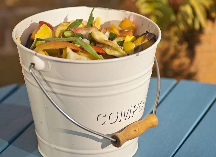 Velmi efektivním prostředkem proti nepříjemnému zápachu je i třídění odpadu. Kuchyně s čtyřmi koši na tříděný odpad