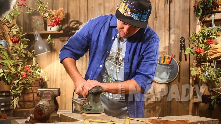 Originální domovní číslo: připravíme si dřevěnou desku