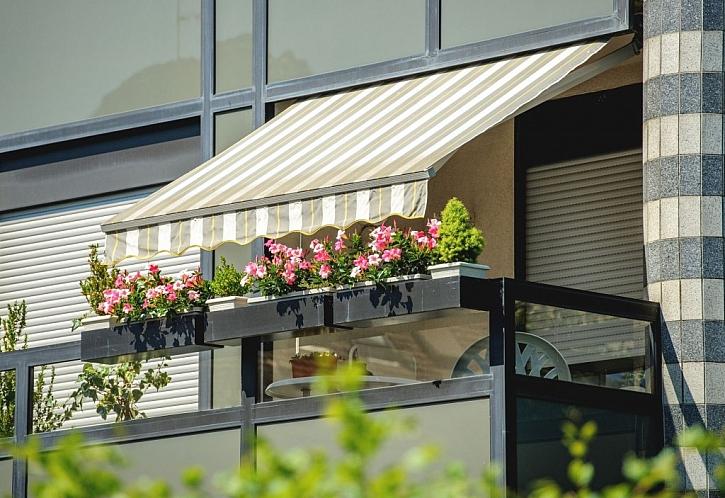 Vytvořte si z balkónu chladnou oázu pomocí vhodného zastínění