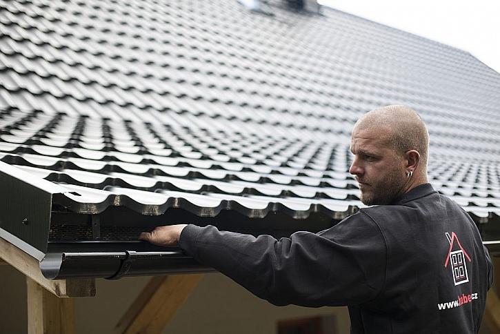 Kvalitní střecha má při správné montáži záruku až 50 let