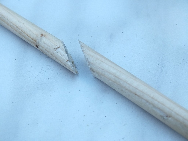 Bílé lepidlo Ceys - trefa do černého