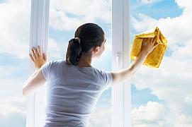Jak umýt okna a podlahu bez použití chemie