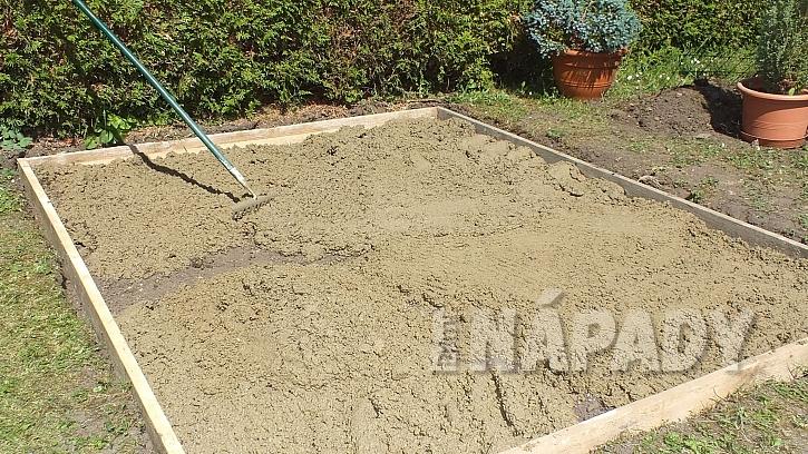 Chytrá síť jako výztuž betonu: beton v ohrádce uhladíme do roviny