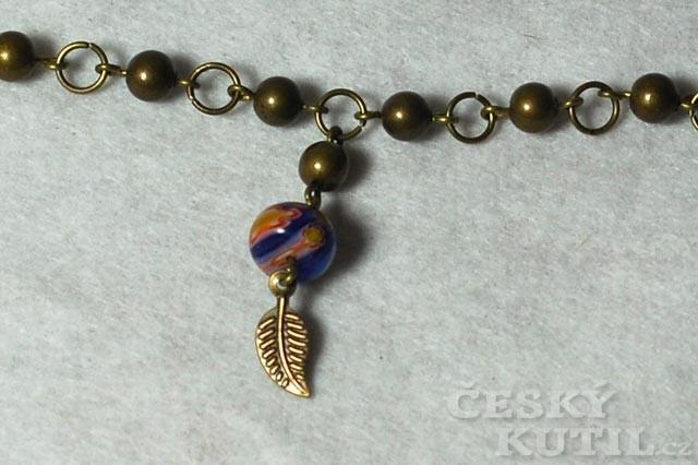 Variace v modrém – výroba netradičního náhrdelníku z korálků