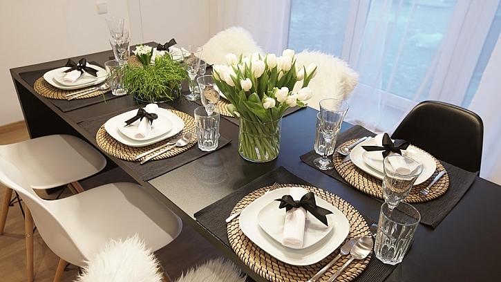 Černá, bílá a režná - barvy nového interiéru.
