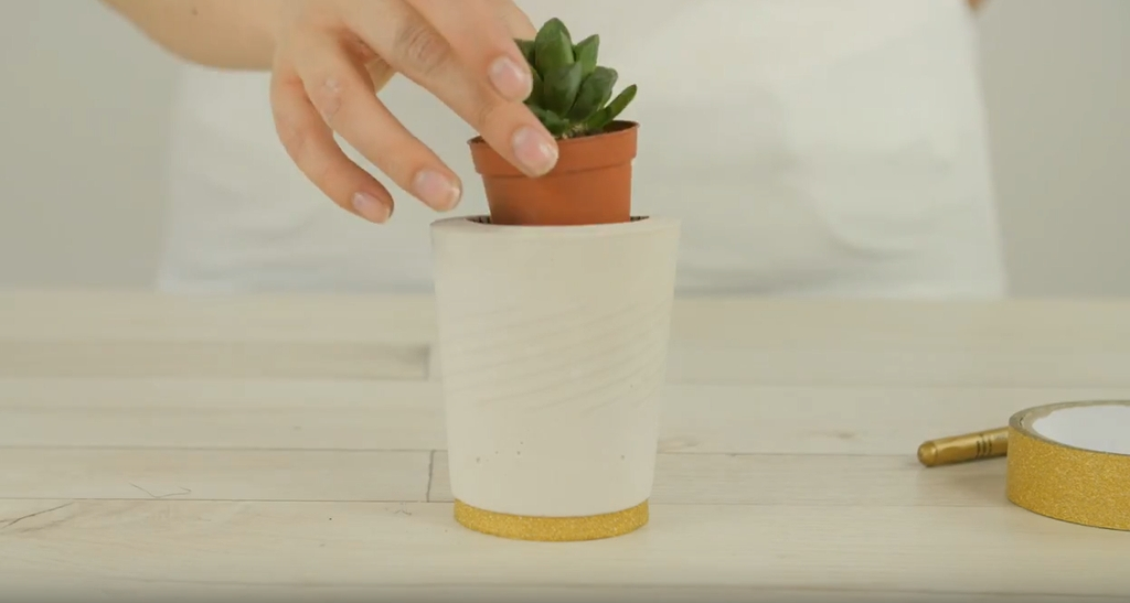Vymazlený obal na květináč: Tvoření ze sádry je rychlé ajednoduché