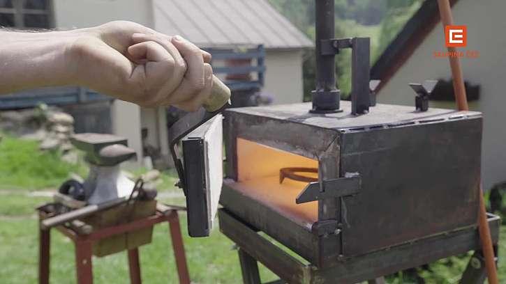 Výheň může být na uhlí i plynová