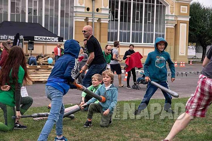 Děti hrající sport Jugger
