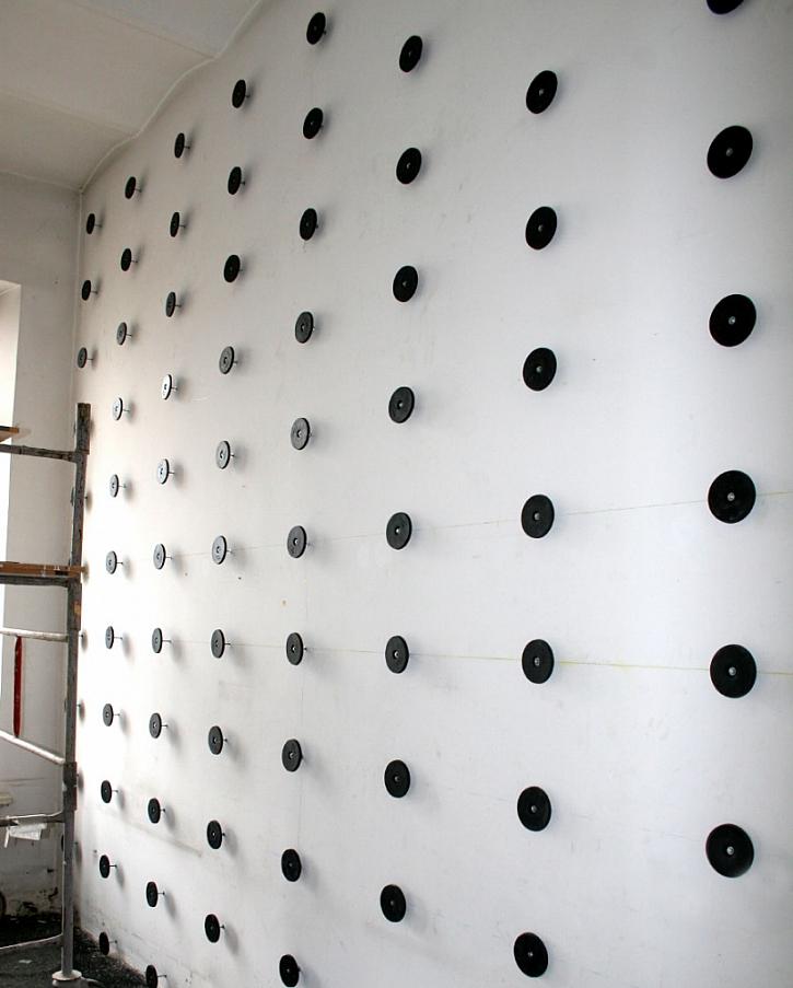 Montáž sádrokartonu bez kovové konstrukce je rychlá a jednoduchá