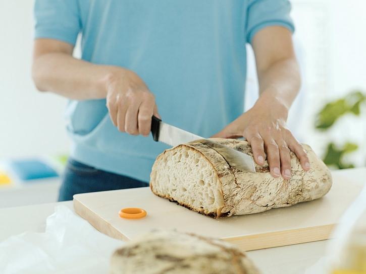 Nůž na chléb a pečivo