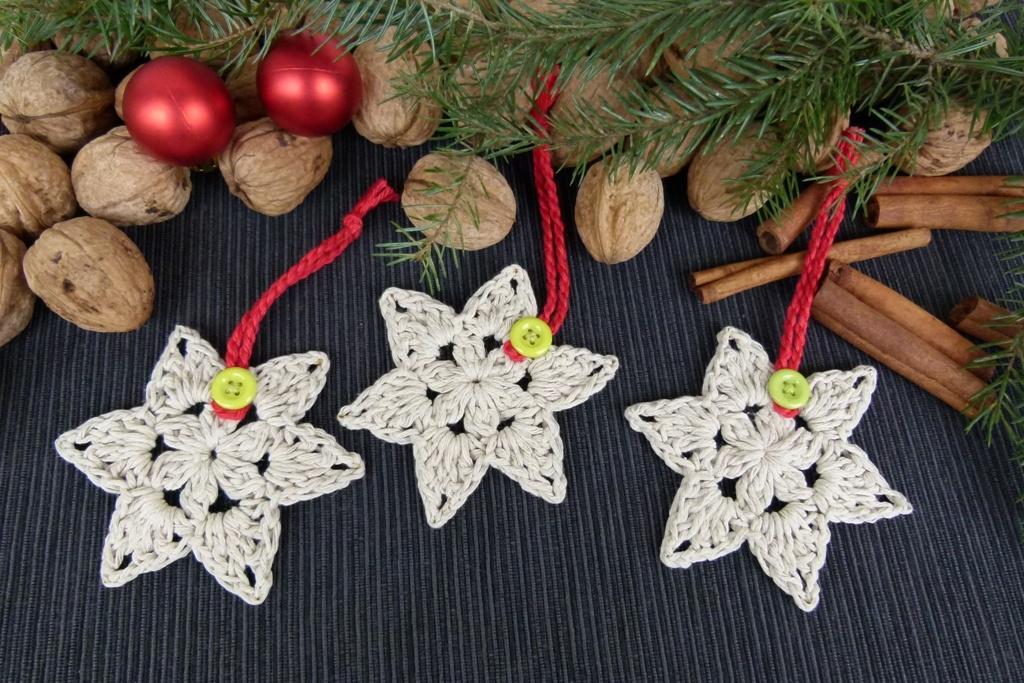 Háčkované hvězdy na vánoční stromek