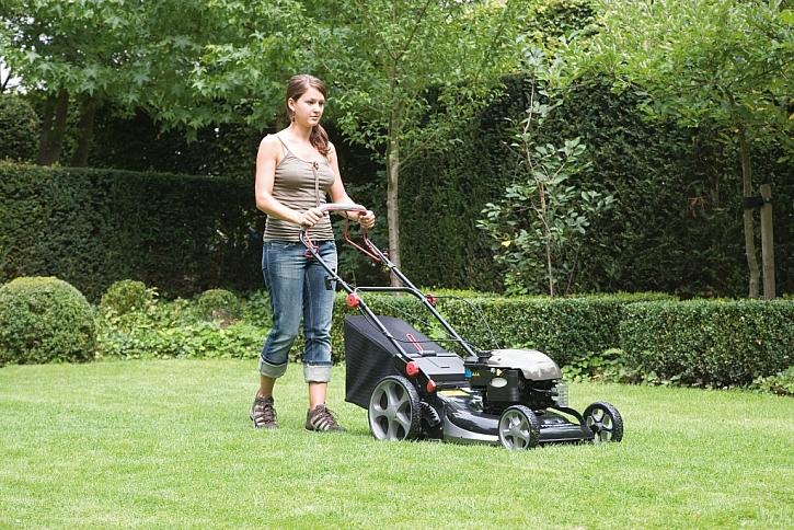 Jak vybírat zahradní sekačku?