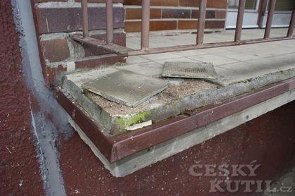 Zima často poškodí obklady balkonů a teras