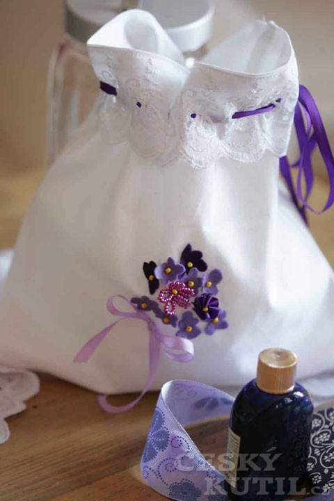 Fialky, které neuvadnou – dekorace textilu