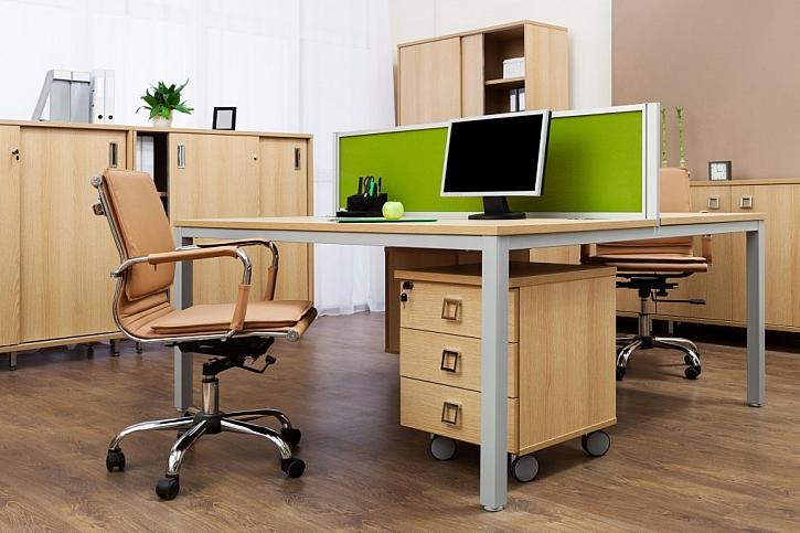 Psací stůl by měl být prostorný a stabilní