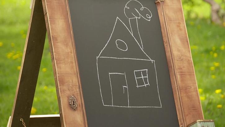 Jak vyrobit tabuli na kreslení pro děti i s domácí křídou