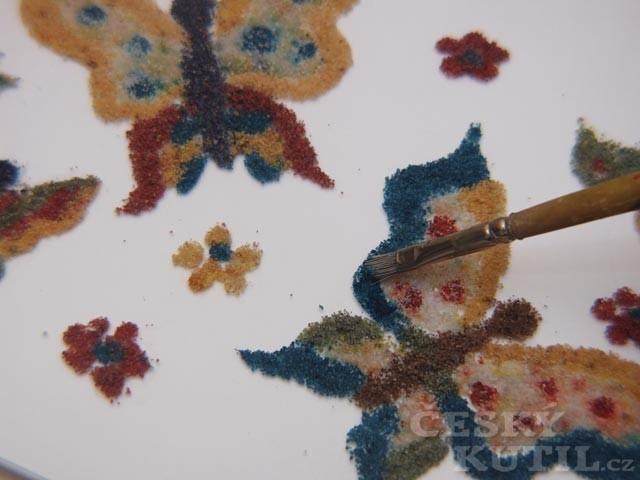 Malování s barevným pískem – výtvarná technika