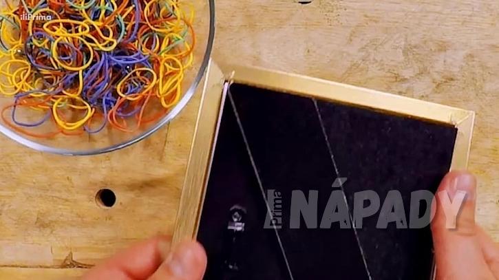 Gumičkový držák na sponky: rozložte rámeček
