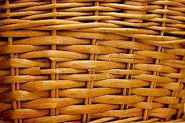 Pletení košů z vrbového proutí