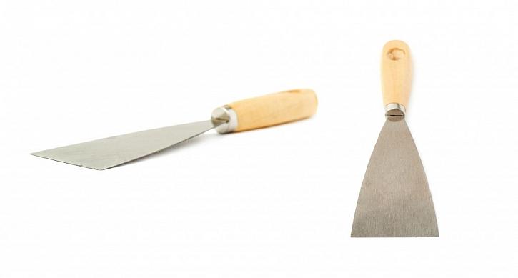 Tmel můžeme nanášet pomocí klasické kovové špachtle